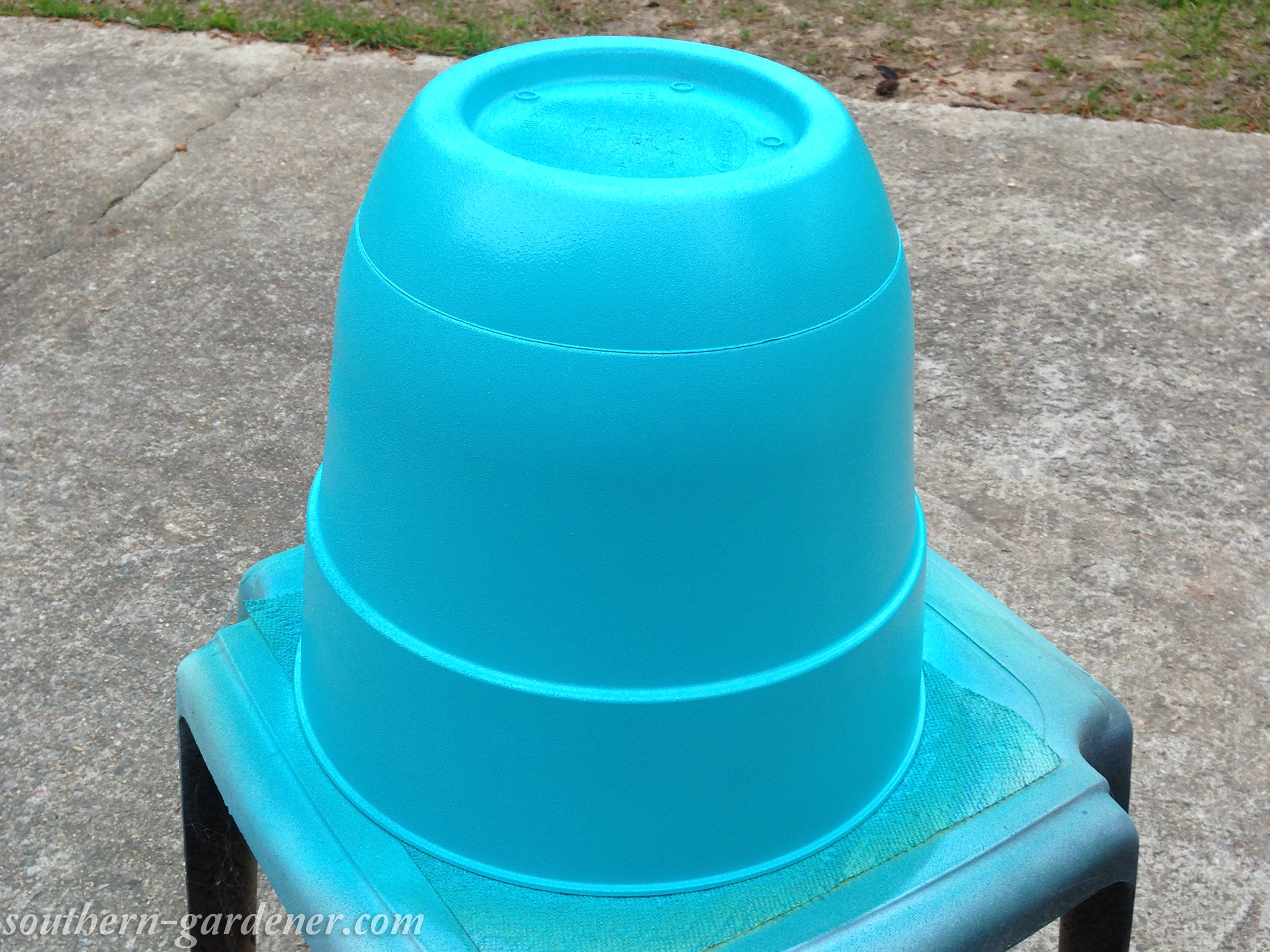 spray painting plastic planters
