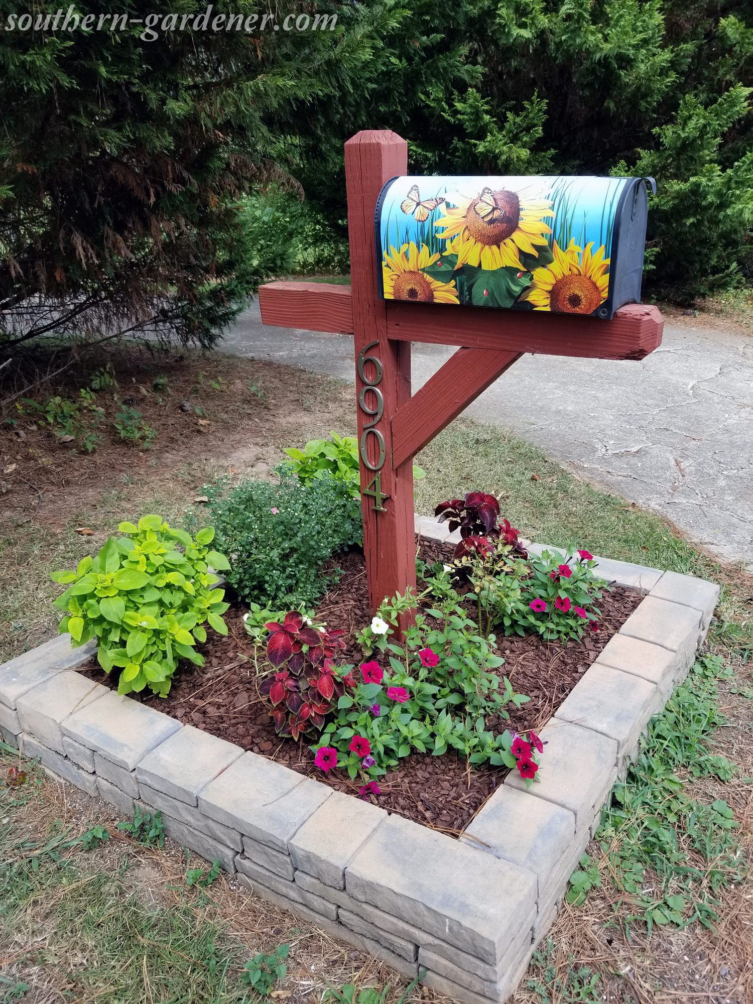 late summer mailbox landscaping